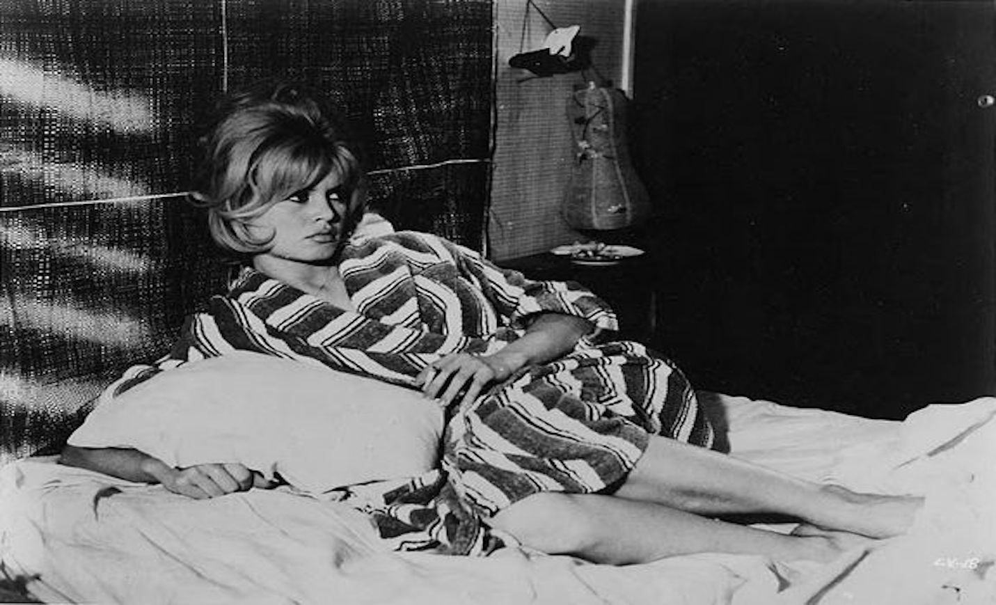 Brigitte Bardot's smoking in bed (1)