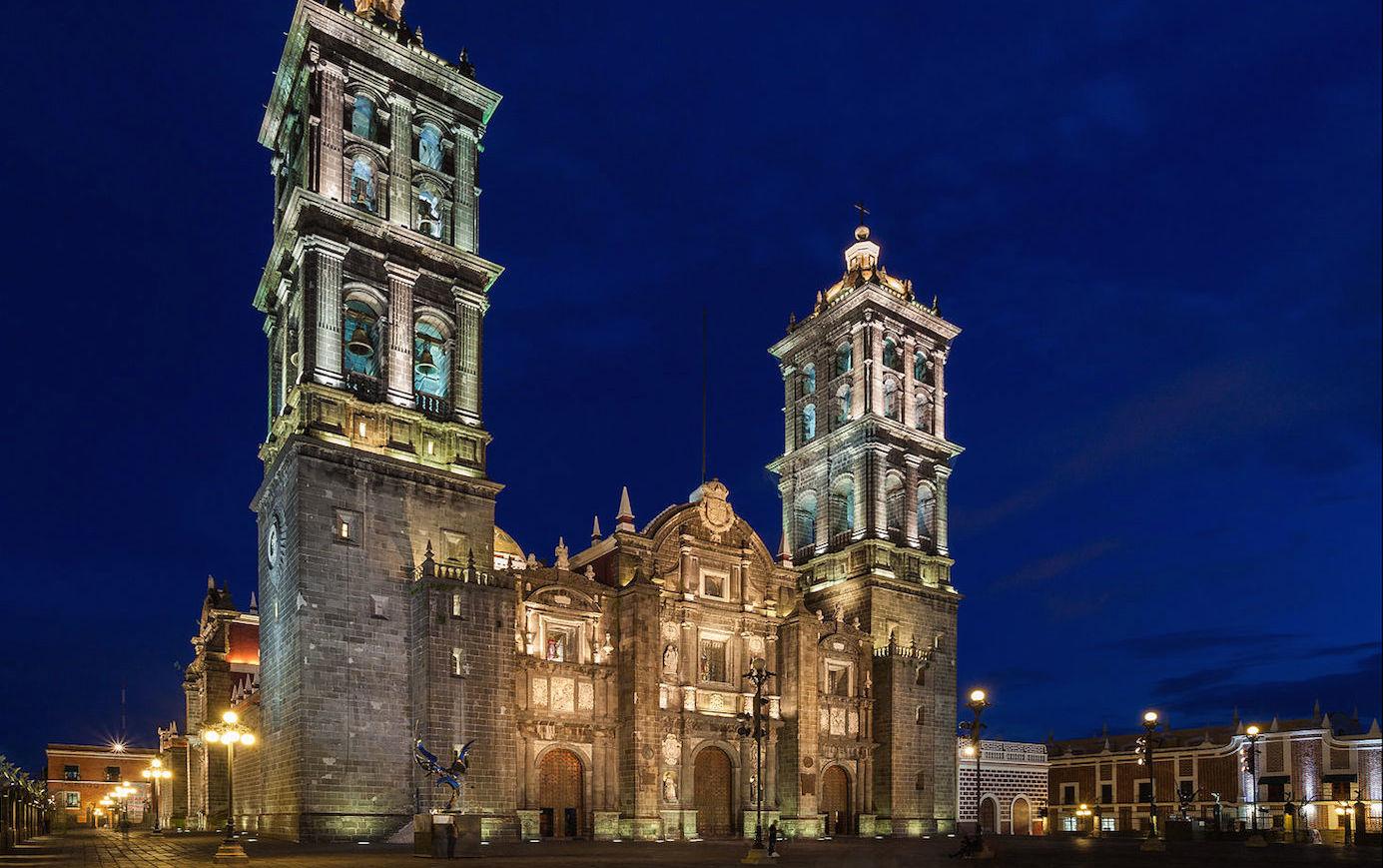 Catedral_de_Puebla,_México,_2013-10-11,_DD_13