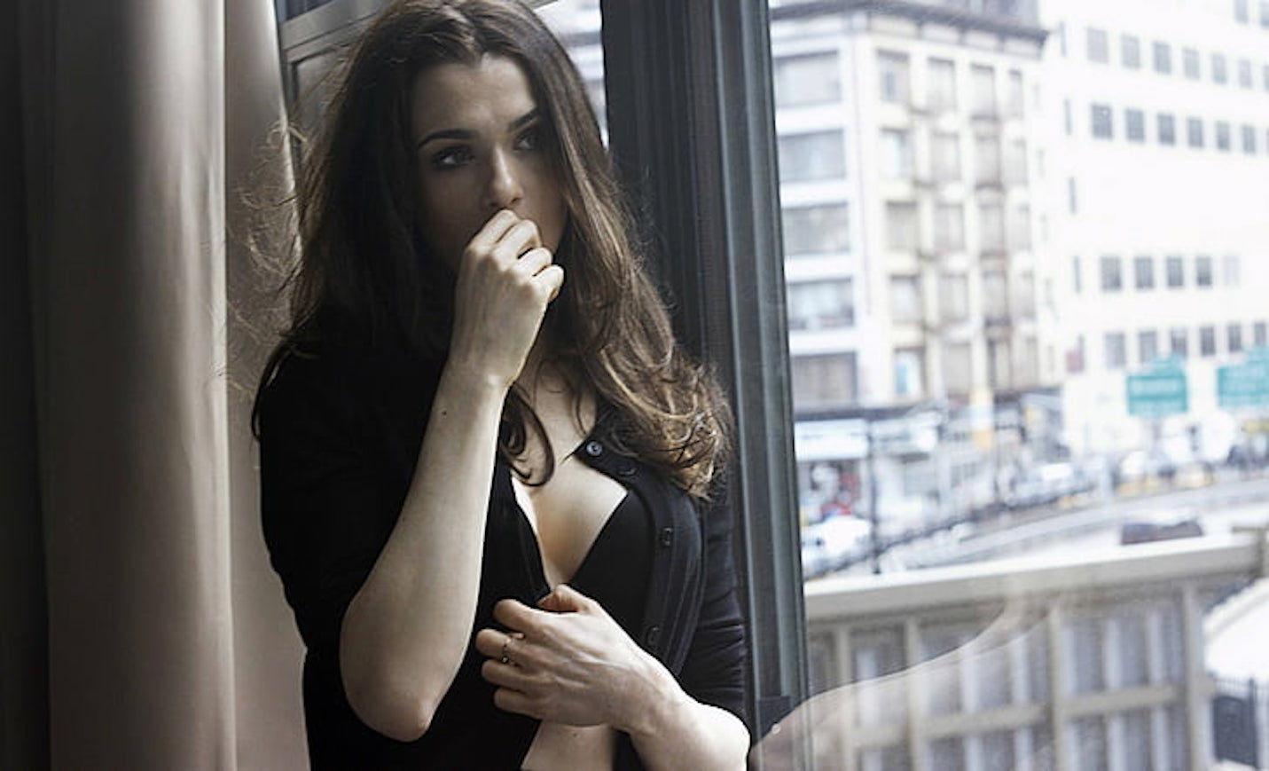 actresses-rachel-weisz-wallpaper-preview